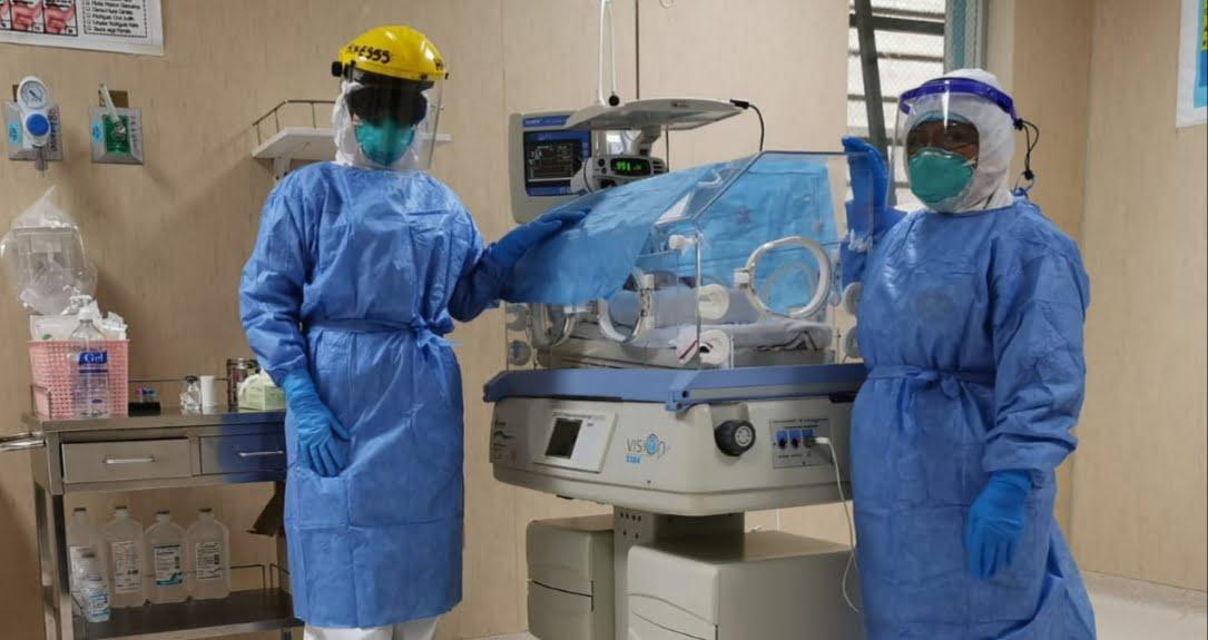 Médicos logran salvar la vida de un bebé de madre con COVID-19