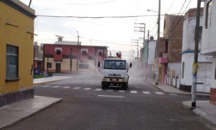 Desinfectan calles en Víctor Larco