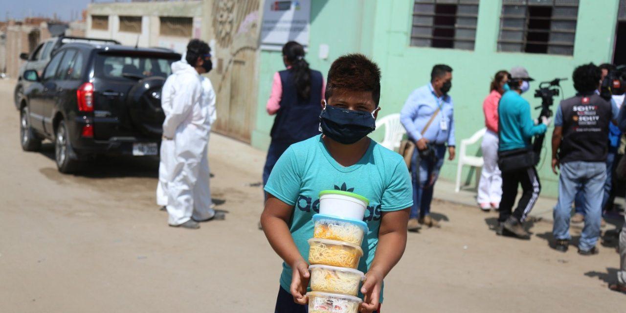 Pobladores vulnerables de El Porvenir reciben almuerzos gracias a alianza entre municipio y GRLL